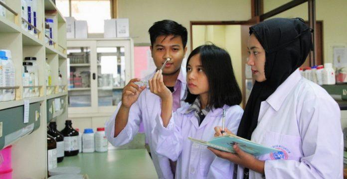 Mahasiswa UNAIR Ciptakan Implan Tulang Sintetis, Mampu Mempercepat Pertumbuhan Sel