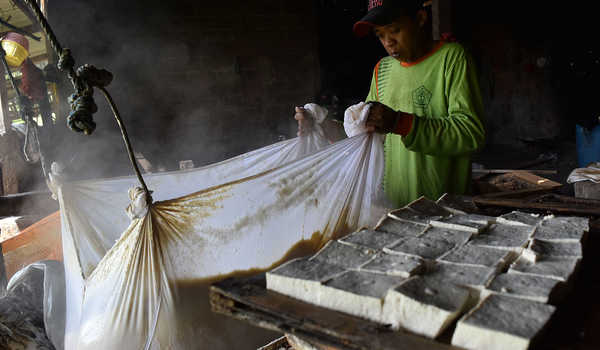 Pemanfaatan Limbah Tahu Padat Sebagai Adsorben Potensial untuk Penyisihan Logam Berat